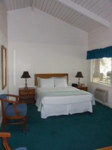 bay bridge at shasta lake guest room